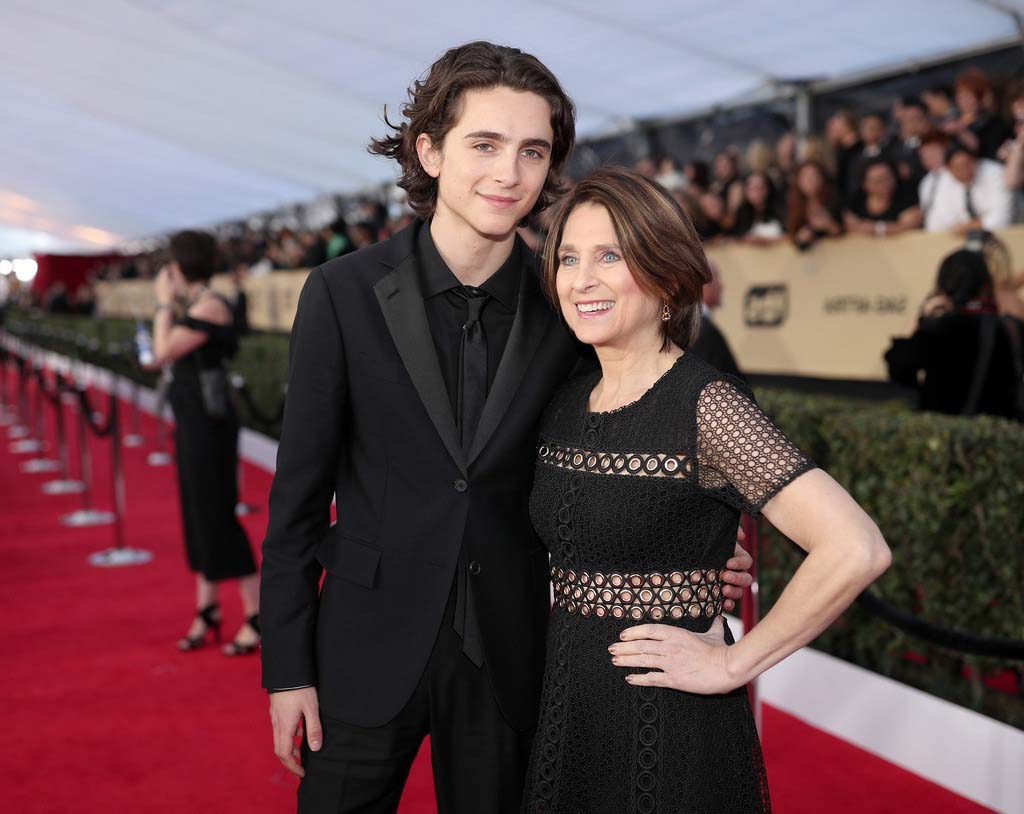 Celebrities Who Have a Strong Connection with Their Moms
