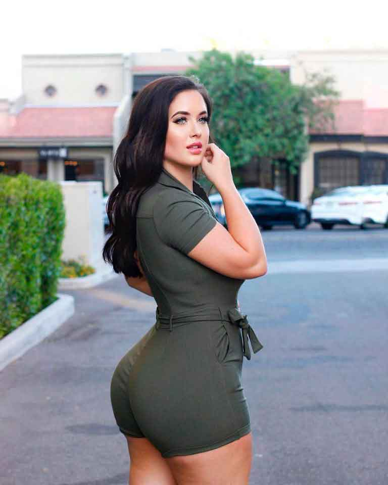 17 Reasons Why You Should Follow Holly Luyah